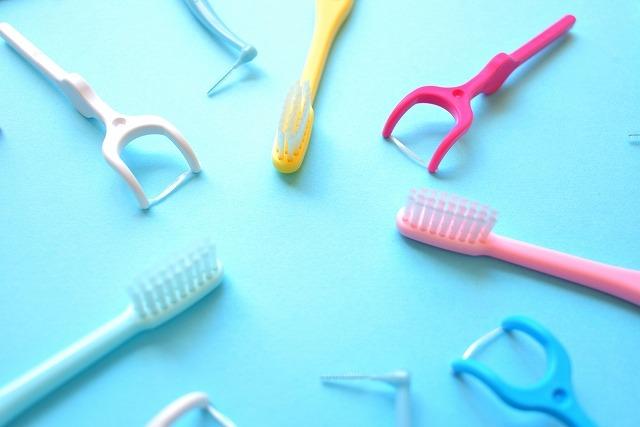 フロスや歯間ブラシ